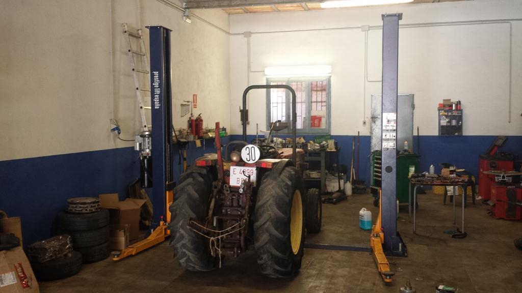 Pnemàtics de tractor a Autoservice Alcanar